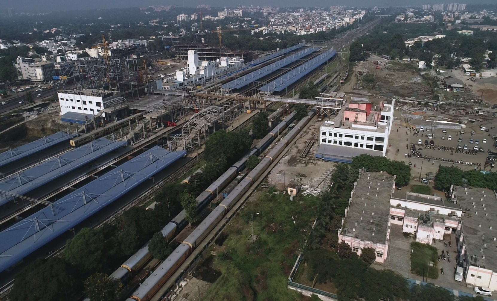 East building , new west building and air concours at Habibganj Railway Station