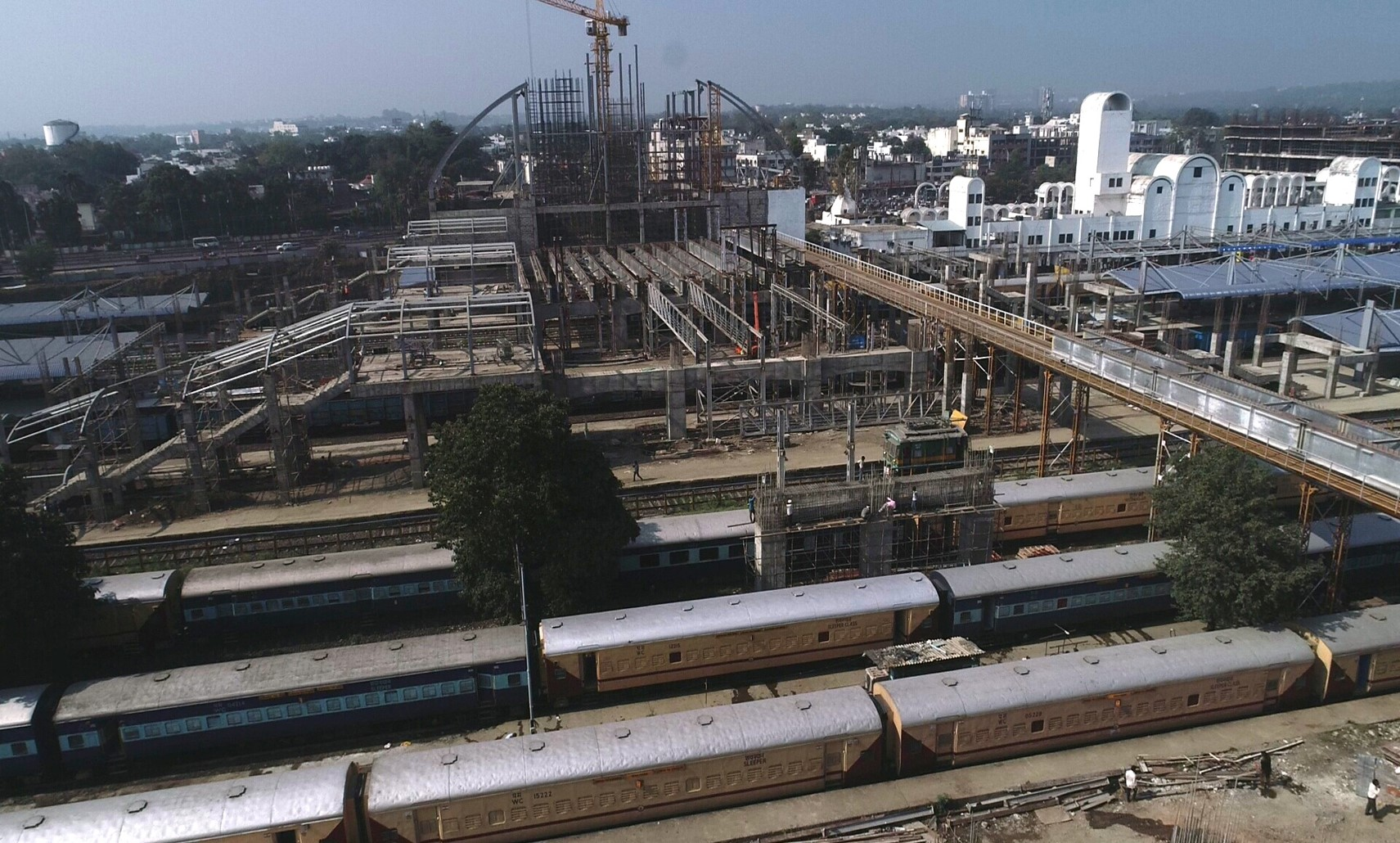 West Building Dome erection, Air concourse span 1 girder lowering on beam. Air concourse lobby : cover in progress at Itarsi end at Habibganj Railway Station