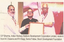 S P Sharma IRSDC receiving prize from N C Saxena and R K Bajaj