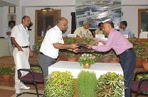 Prize distribution of advisor rajiv chaudhary with minister suresh prabhu(ICT)